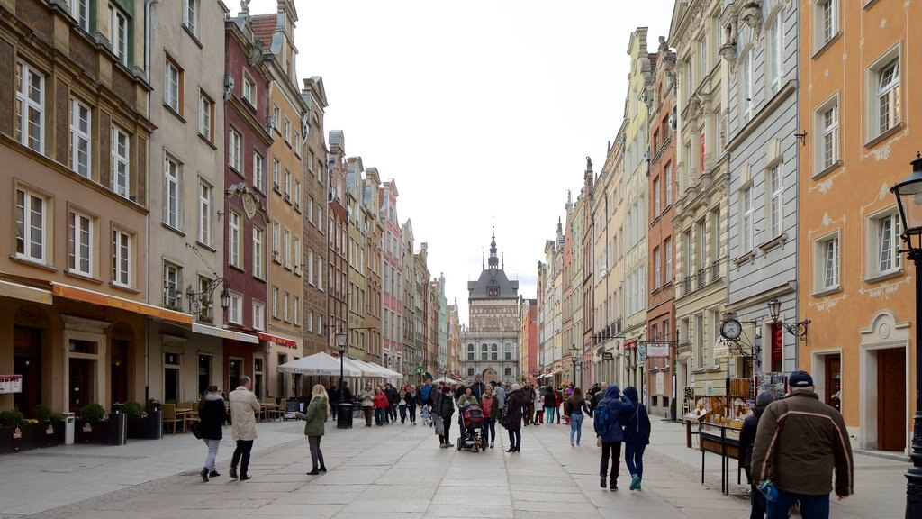 Gdansk showing street scenes