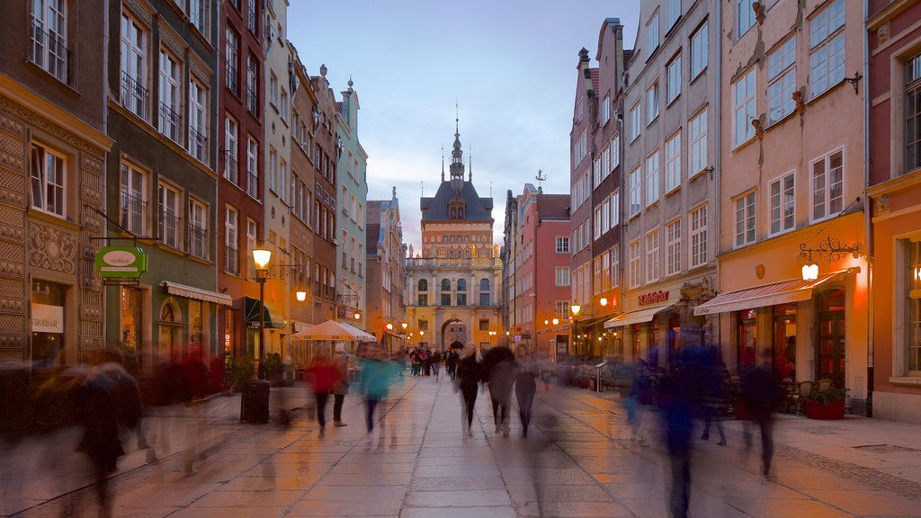 Gdansk which includes street scenes and nightlife