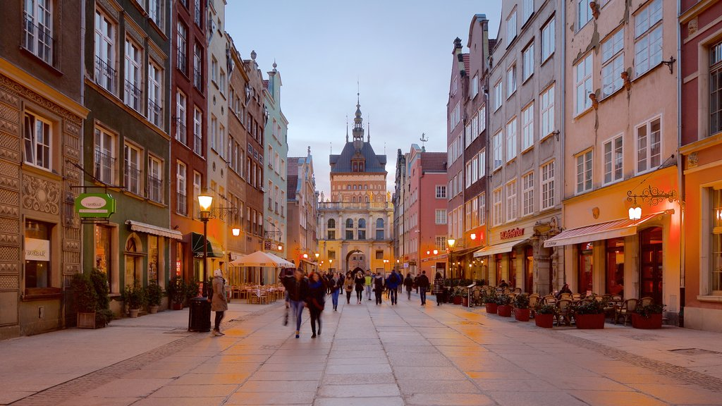Gdansk which includes nightlife and street scenes