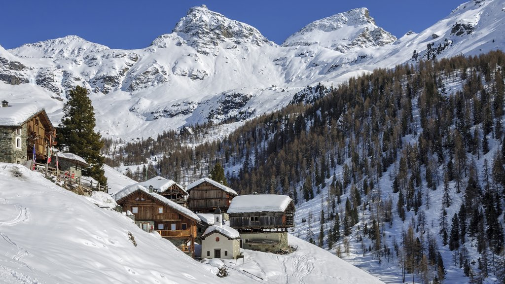 Aosta showing mountains, snow and a luxury hotel or resort