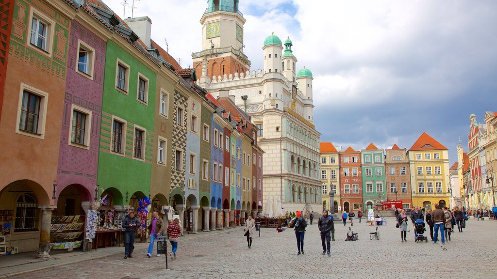 Poznan Town Hall showing a square or plaza and street scenes