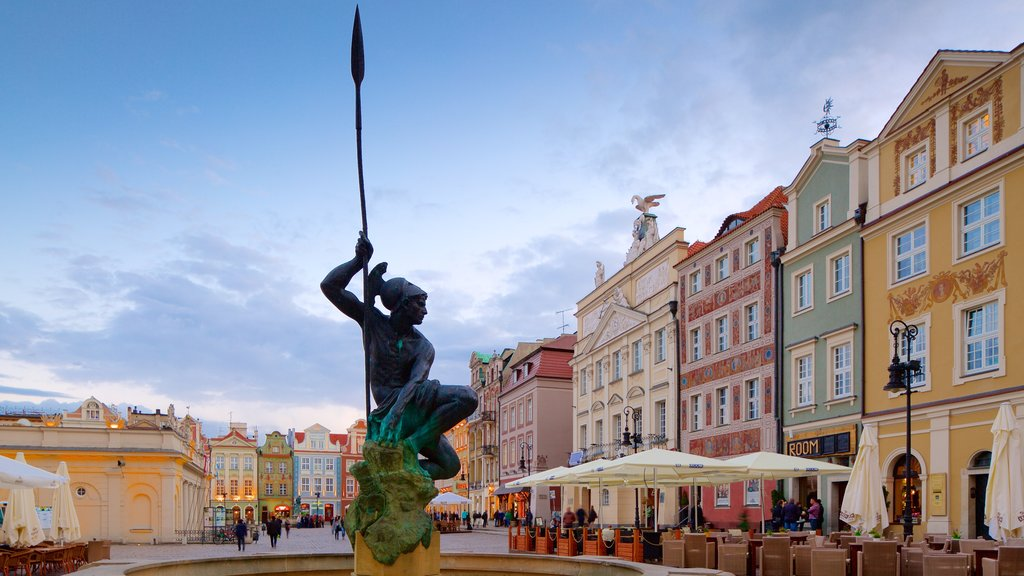 Stary Rynek showing a statue or sculpture and a square or plaza