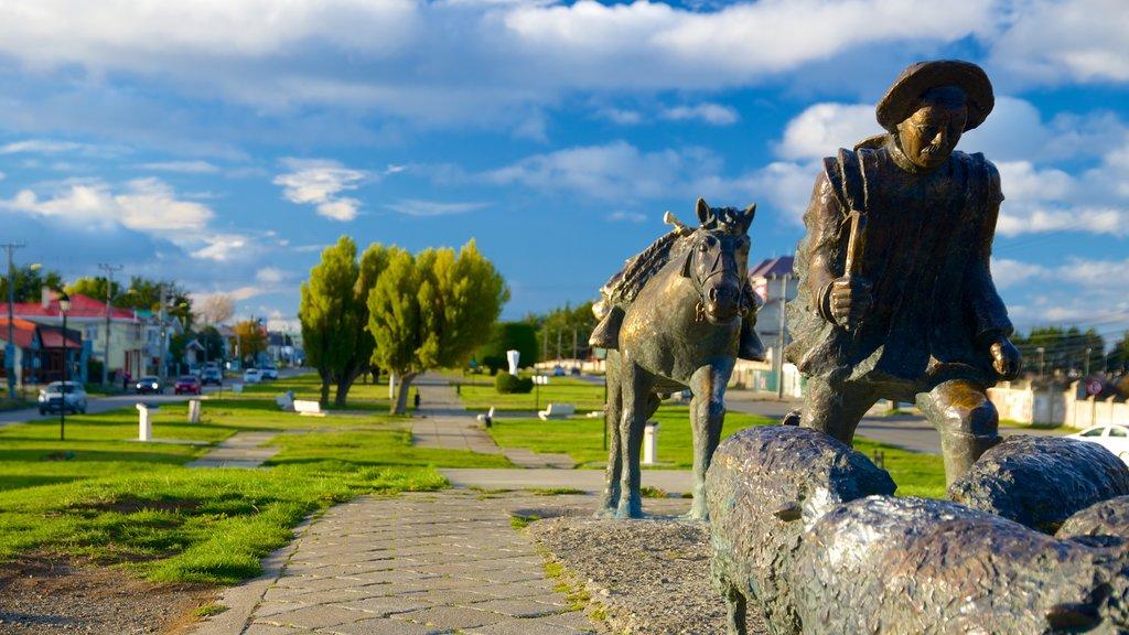 Monumento al Ovejero featuring a statue or sculpture