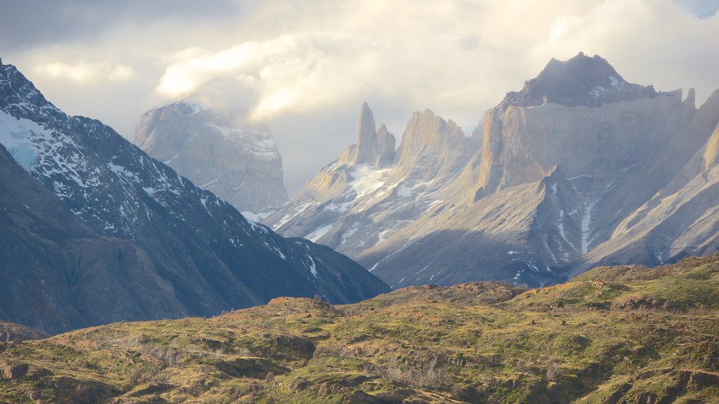 Torres Del Paine which includes mountains