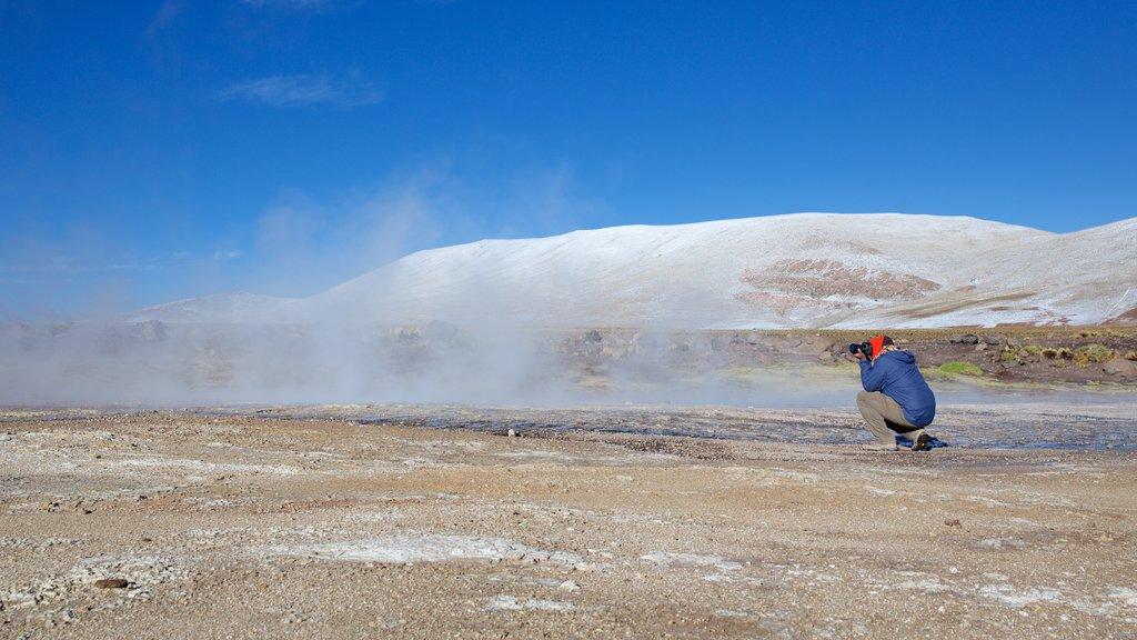 San Pedro de Atacama featuring desert views as well as an individual male