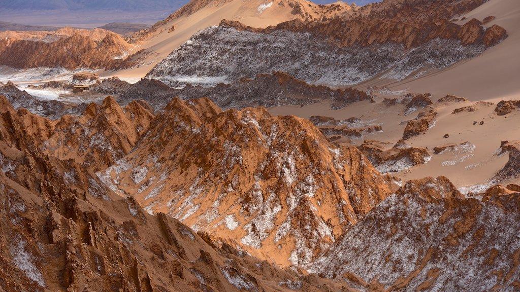 Valle de la Luna which includes desert views