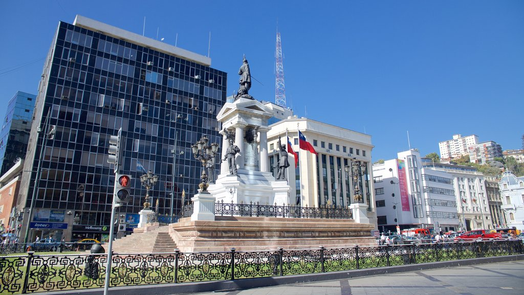 Plaza Sotomayor featuring a square or plaza and a monument