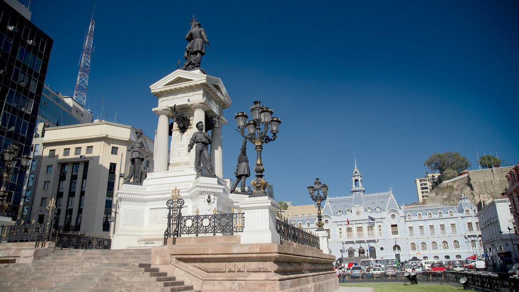 Plaza Sotomayor which includes a square or plaza and a monument