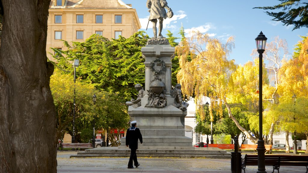 Plaza Munoz Gamero featuring a statue or sculpture, a garden and a square or plaza