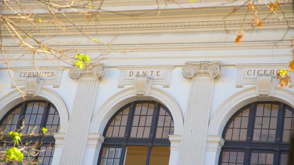 Biblioteca Santiago Severin showing heritage elements
