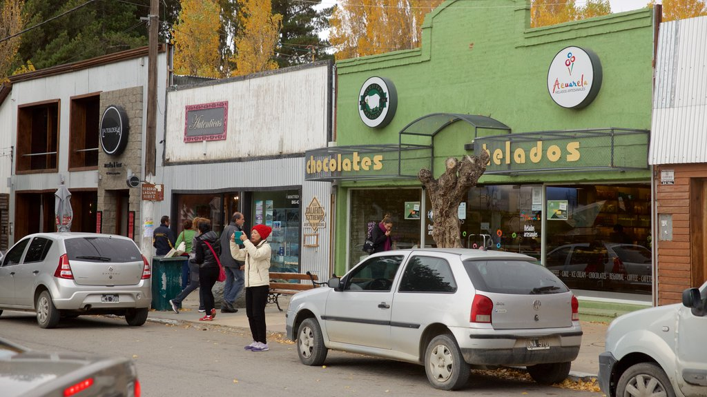 El Calafate featuring a small town or village