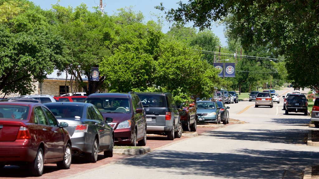 Round Rock showing a small town or village and street scenes