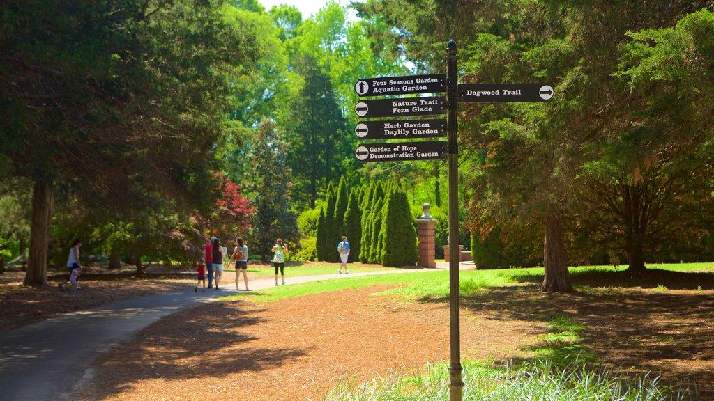 Huntsville Botanical Garden mostrando un parque