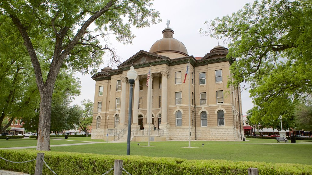 San Marcos featuring heritage architecture and an administrative buidling