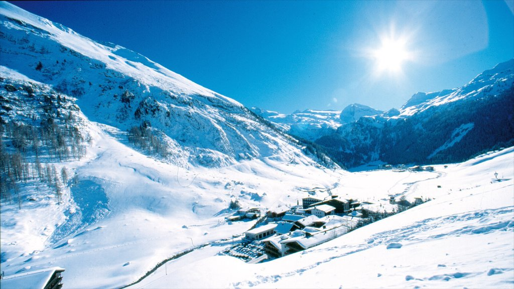 Hintertux which includes mountains and snow