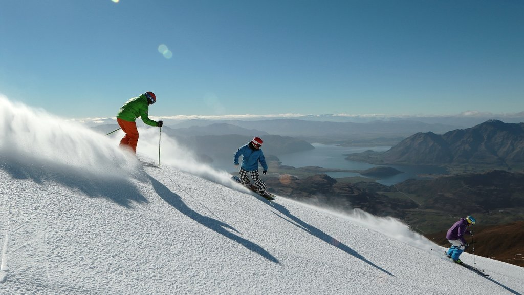Treble Cone featuring snow skiing, snow and snow boarding