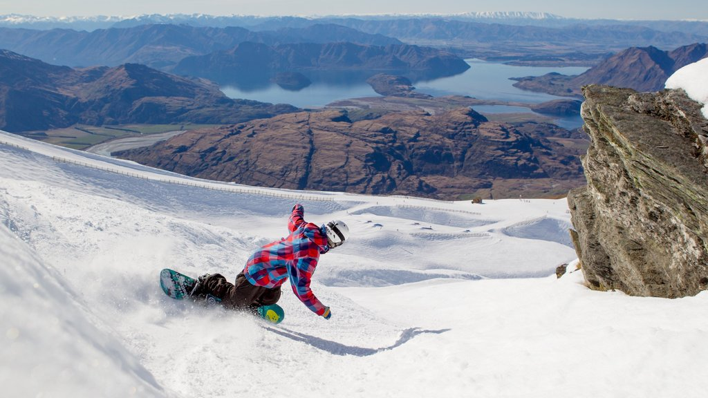 Treble Cone which includes snow boarding, snow and tranquil scenes