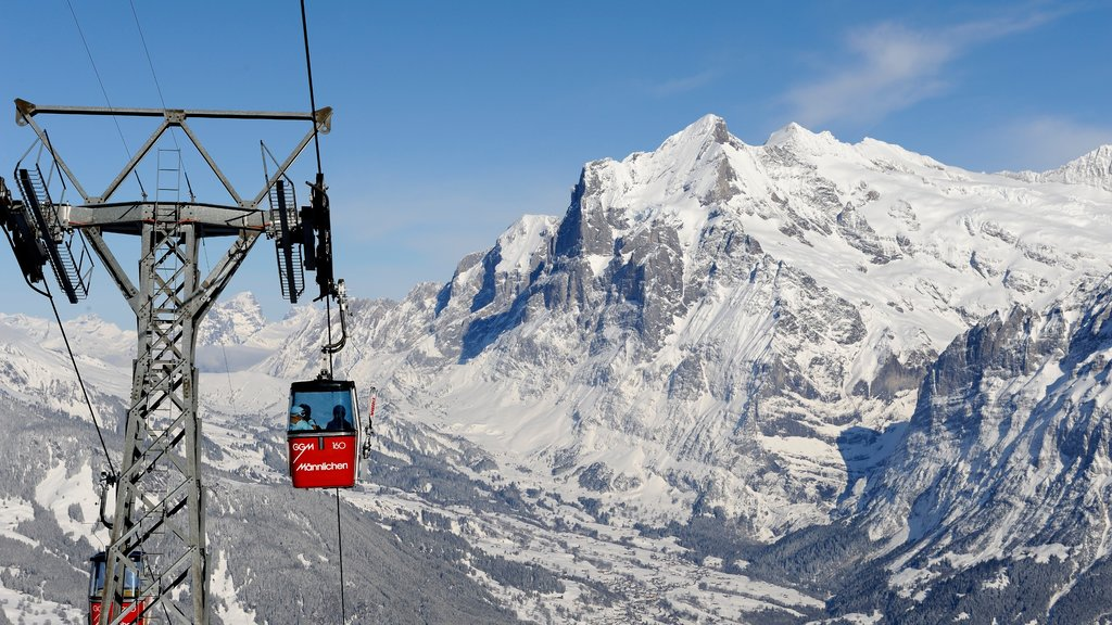 Lauterbrunnen showing mountains, a gondola and snow