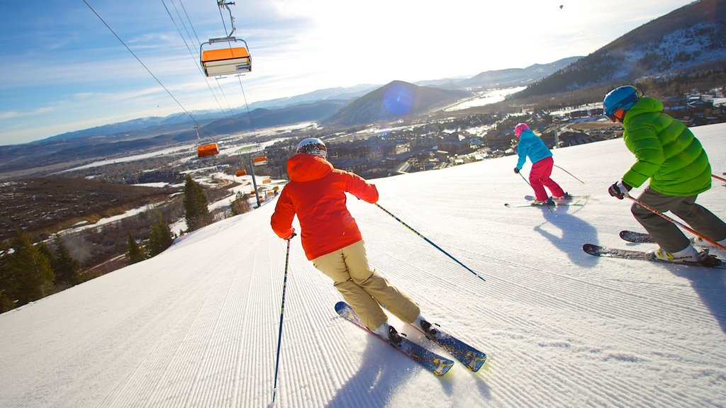 Canyons Resort featuring snow, snow skiing and a gondola