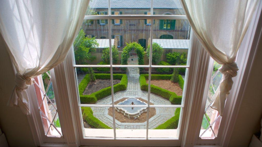 Casa de Owens-Thomas mostrando elementos del patrimonio, patrimonio de arquitectura y una fuente