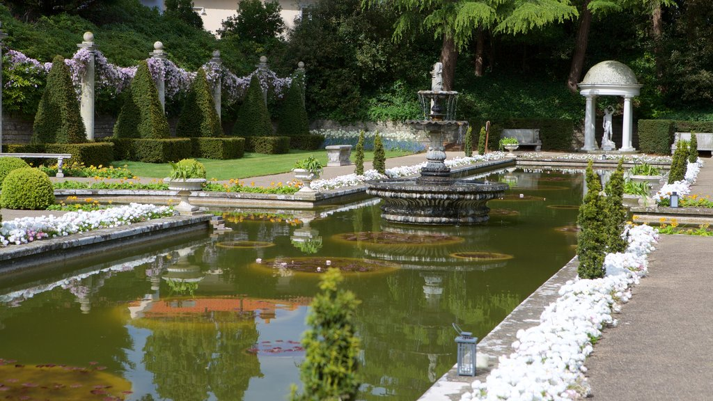 Compton Acres showing a fountain and a park