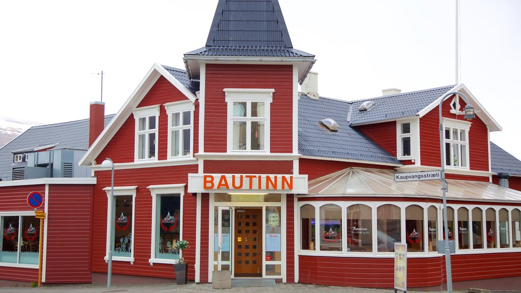 Akureyri featuring heritage architecture and street scenes