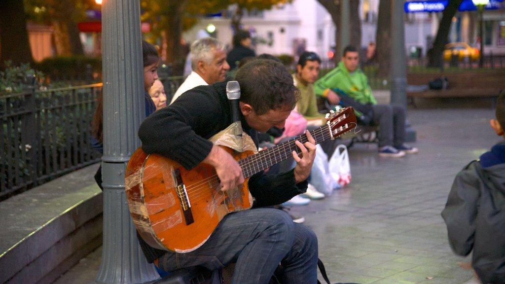 Cordoba showing street performance