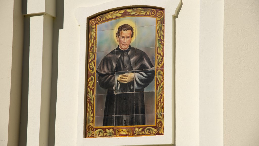 Puerto Madryn featuring religious aspects and art