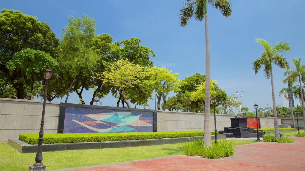 Manila showing a garden