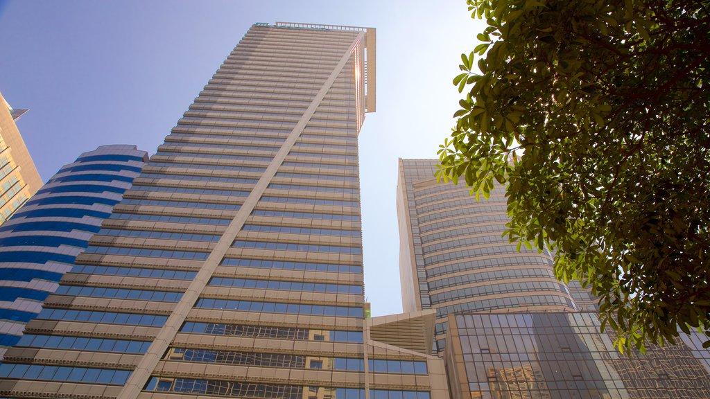 Makati que incluye un edificio de gran altura, arquitectura moderna y una ciudad