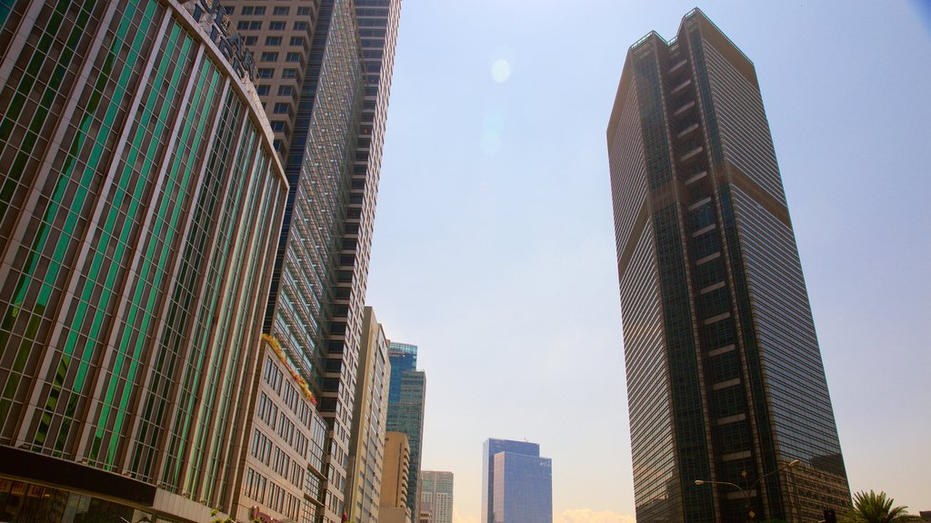 Makati mostrando un rascacielos, una puesta de sol y arquitectura moderna