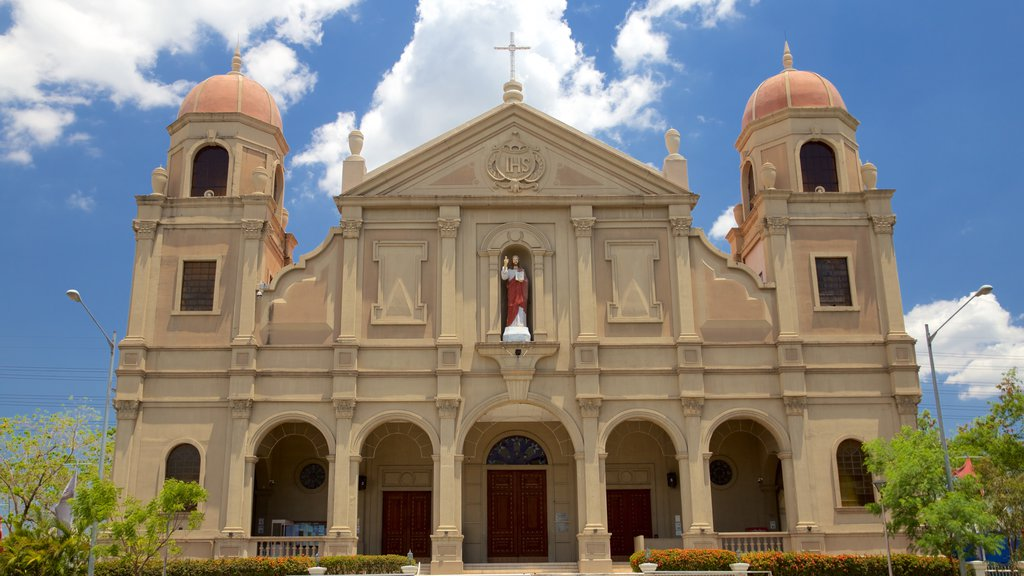 Pasay featuring religious elements, heritage architecture and a church or cathedral