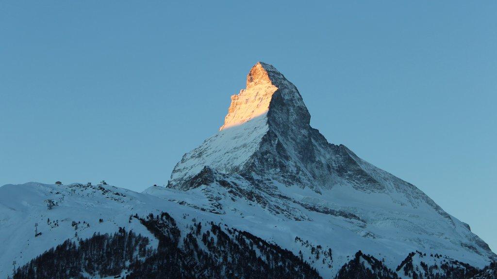 Matterhorn mostrando montañas y nieve