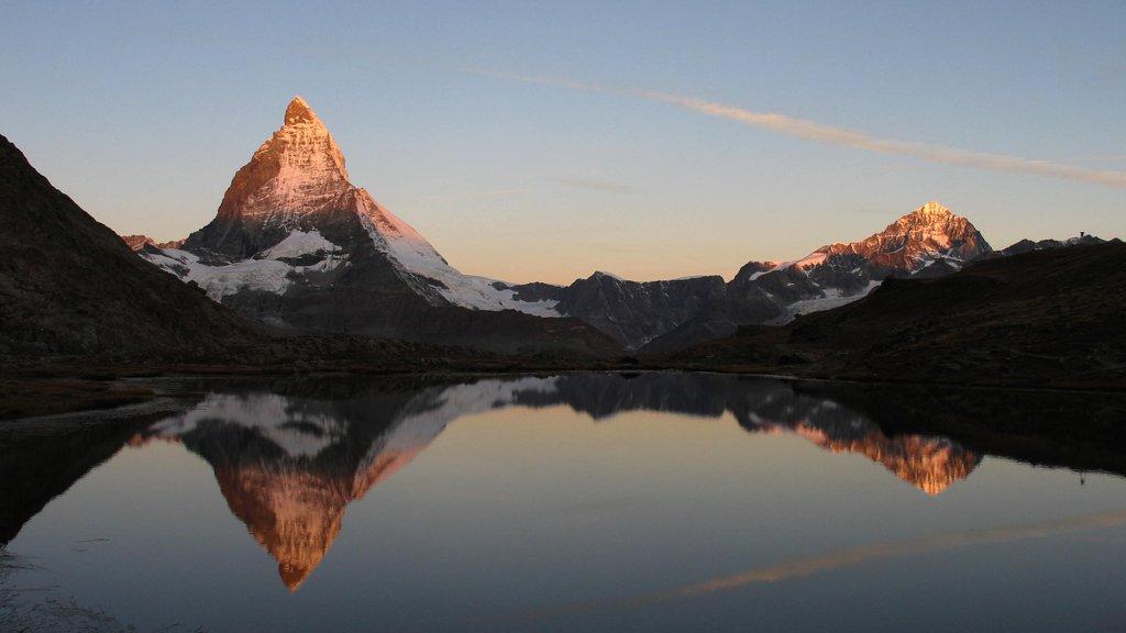 Matterhorn que incluye nieve, montañas y una puesta de sol