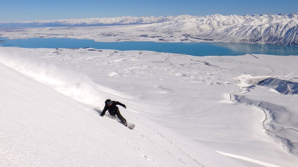 Roundhill Ski Area featuring snow boarding and snow