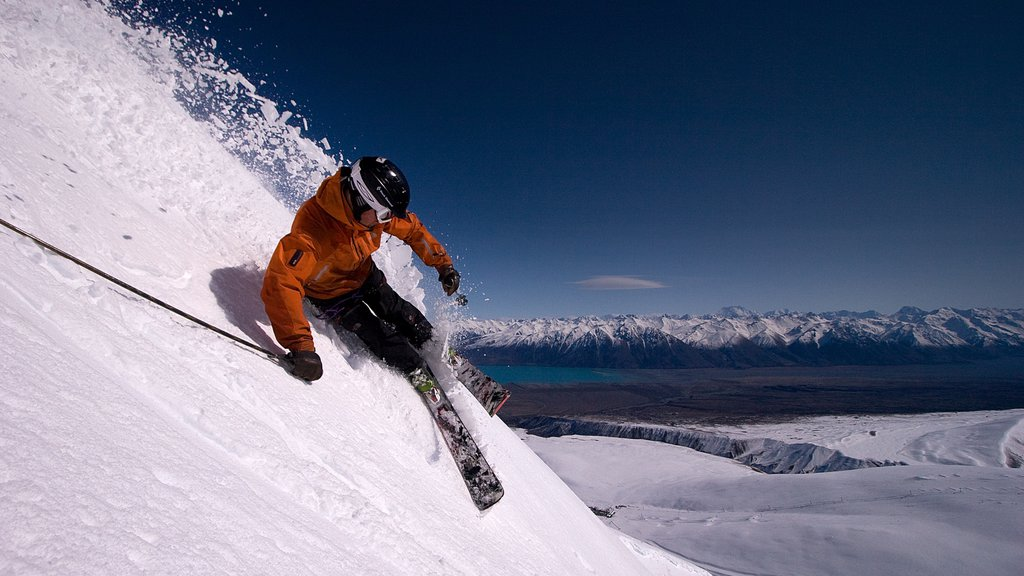 Roundhill Ski Area which includes mountains, snow skiing and snow