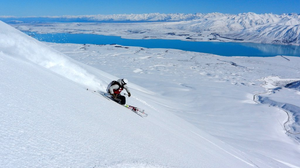 Roundhill Ski Area which includes snow skiing, mountains and snow