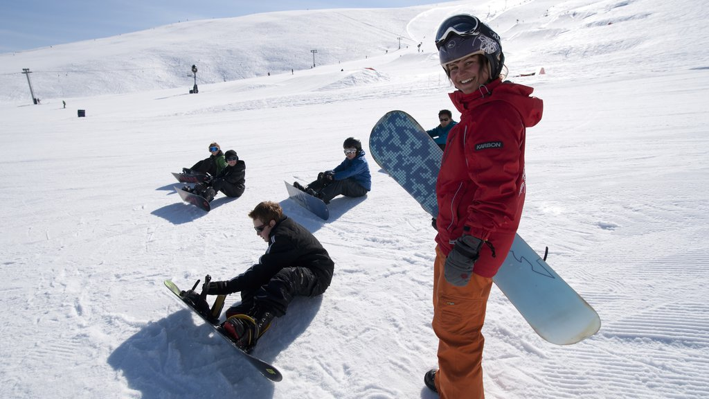 Roundhill Ski Area which includes snow as well as a small group of people