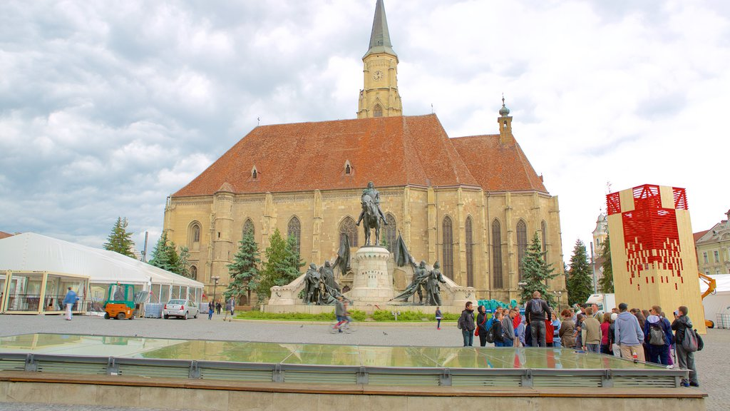 Cluj-Napoca which includes heritage architecture as well as a large group of people