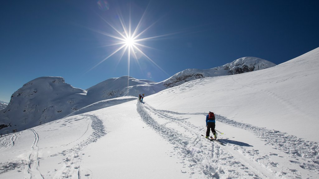 Nassfeld-Hermagor Skiing which includes mountains and snow