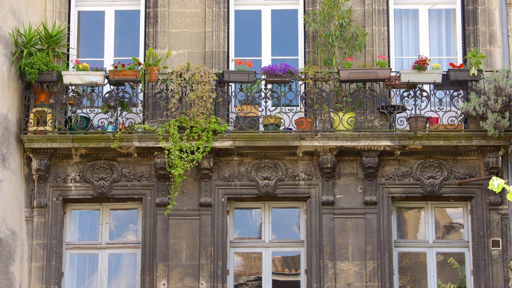 Bordeaux which includes heritage elements