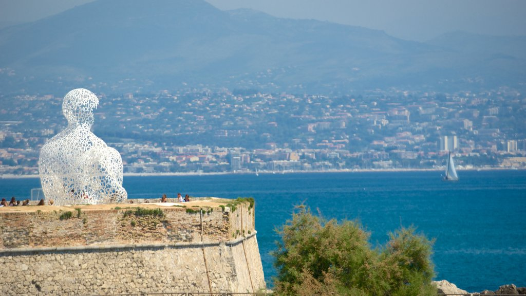 Antibes showing outdoor art, a coastal town and views