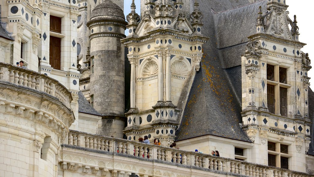 Chateau de Chambord which includes views, heritage architecture and a castle