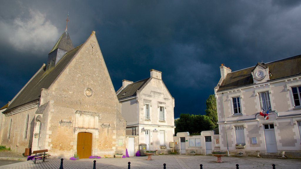 Chenonceaux which includes an administrative buidling, a church or cathedral and heritage elements