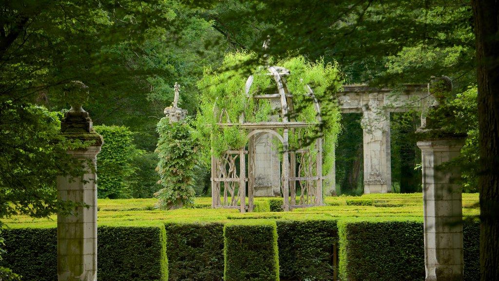 Chateau de Chenonceau which includes a garden