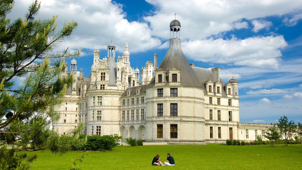 Chateau de Chambord featuring heritage architecture, chateau or palace and a garden