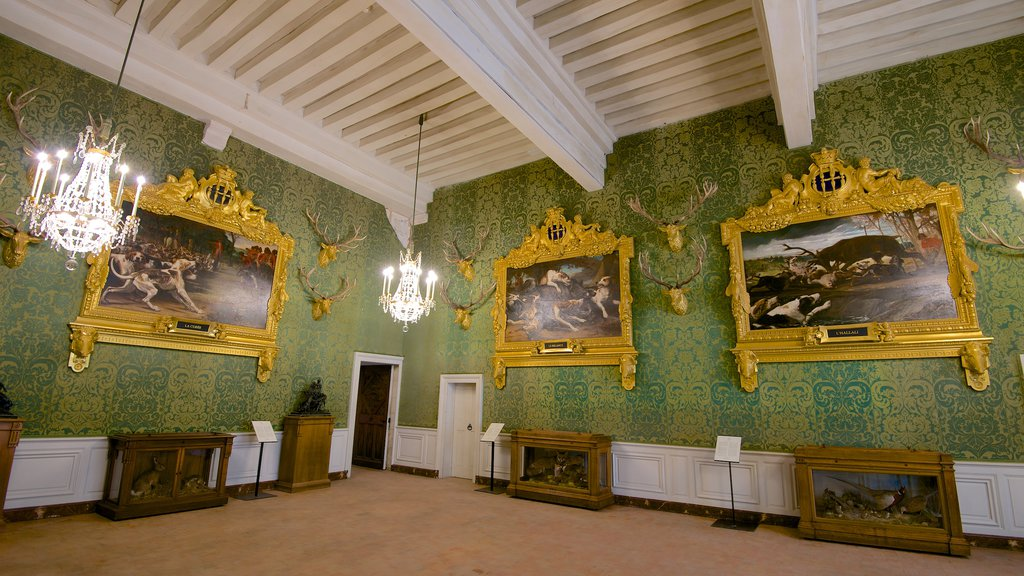 Chateau de Chambord showing chateau or palace, interior views and art
