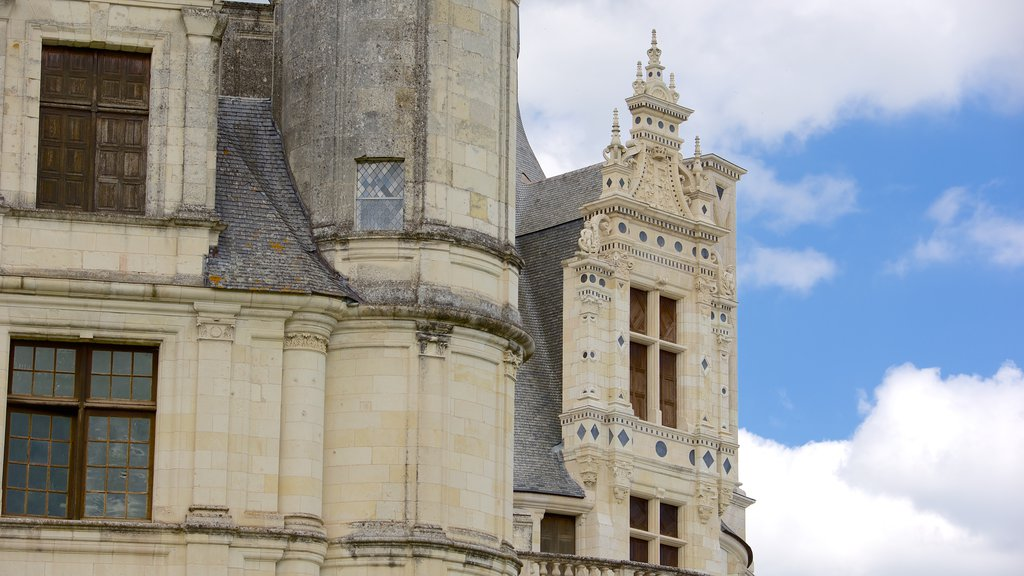 Chateau de Chambord showing a castle and heritage architecture