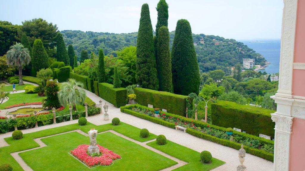 Villa Ephrussi showing a garden
