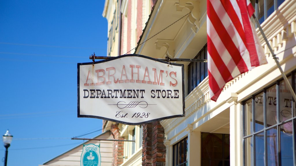 Vicksburg featuring signage